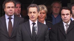 """""""Absolument tout sera mis en oeuvre pour retrouver"""" le tueur, a dit Nicolas Sarkozy lundi après la fusillade de Toulouse"""