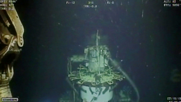 Images sous-marines du dispositif installé par BP pour contrôler la fuite de brut (10 juillet 2010)