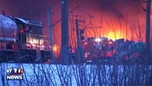 Russie : les images impressionnantes d'un train en feu après avoir déraillé