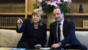 Angela Merkel et François Hollande à l'ambassade de France à Berlin, pour les 50 ans du Traité de l'Elysée, le 22 janvier 2013.