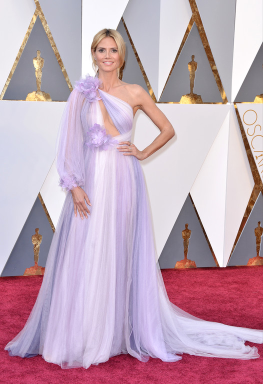 Heidi Klum sur le tapis rouge des Oscars 2016