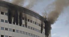 Le 20 heures du 31 octobre 2014 : Violent incendie au si� de Radio France : les images - 108.283