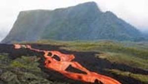 piton de la fournaise volcan réunion lave éruption janvier 2002 AFP