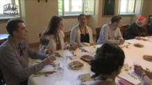 JMJ : le pape François déjeune avec de jeunes chrétiens à Cracovie
