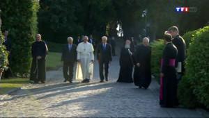Le 20 heures du 8 juin 2014 : Shimon P�s, Mahmoud Abbas et le pape Fran�s r�is pour la paix au Vatican - 787.1613991699218