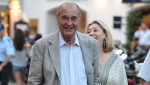 Jacques Chirac se promenant dans les rues de Saint-Tropez (02/08/2010)