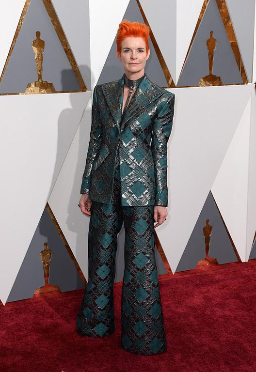 Sandy Powell sur le tapis rouge des Oscars 2016