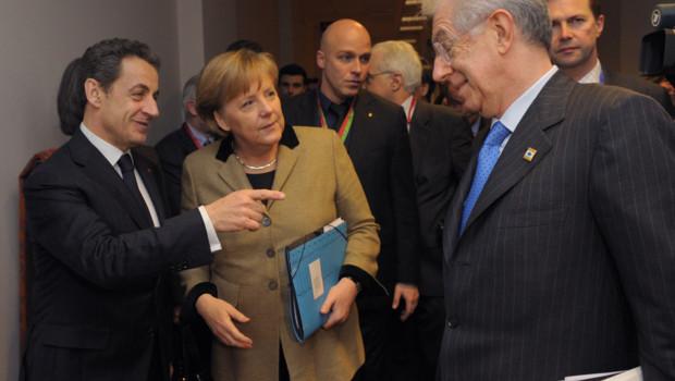 De gauche à droite, Nicolas Sarkozy, Angela Merkel et Mario Monti à Bruxelles le 30 janvier 2012
