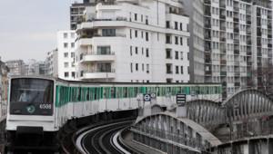 Le métro parisien, dans le 15ème en février 2013