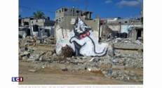 L'œil du web: l'artiste Banksy graff à Gaza