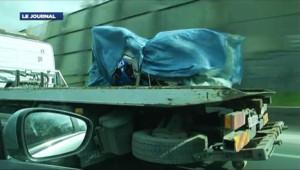 """La moto Suzuki du """"très sérieux"""" suspect interpellé dans le cadre des quatre meurtres de l'Essonne, le 15 avril 2012."""