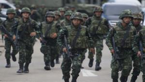 Les soldats thaïlandais occupent les rues après l'annonce du coup d'Etat par le chef de l'armée, le général Prayut Chan-O-Chan.