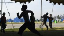Népal : enfants jouant dans un camp de déplacés après le séisme, 4 mai 2015