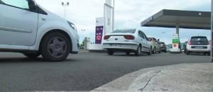 Restrictions de carburants : inquiétude des automobilistes et embouteillages aux pompes