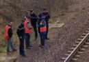 Techniciens et enquêteurs sur les lieux du sabotage d'un TGV, en novembre 2008