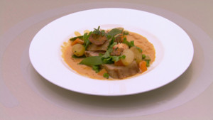 Cte de veau rtie et langoustines, bisque crme et jus, lgumes printaniers