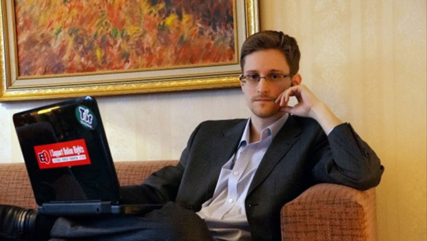 Edward Snowden pose pour le Washington Post lors d'une interview à Moscou