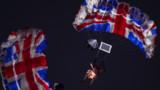 La reine en James Bond girl : sueurs froides pour les organisateurs des JO