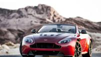 Aston Martin V12 Vantage S Roadster, version découvrable du modèle coupé lancé un an auparavant, au 6,0 litres V12 573 chevaux, disponible fin 2014