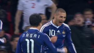 Benzema marquant le 1er but du match amical contre l'Angleterre (1-2) le 17 novembre 2010 à Wembley