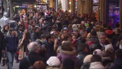 Le 20 heures du 21 décembre 2014 : A trois jours de Noël, les préparatifs se terminent - 1343.013