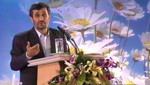 Mahmoud Ahmadinejad annonçant le lancement par l'Iran de la production d'uranium enrichi à 20%