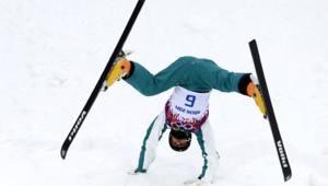 L'Australian David Morris est un spécialiste de ski acrobatique. Mais en général, ses acrobaties sont plutôt dans les airs...
