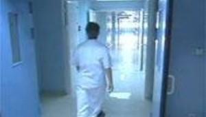 couloir infirmière hôpital clinique soins santé