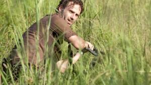The Walking Dead Saison 3 Episode 10. Série créée par Frank Darabont en 2010. Avec : Andrew Lincoln, David Morrissey, Sarah Wayne Callies, Laurie Holden et Danai Gurira.