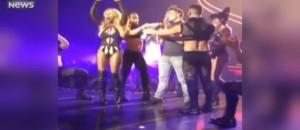 En concert à Las Vegas, Britney Spears fait monter un acteur connu sur scène sans le reconnaître