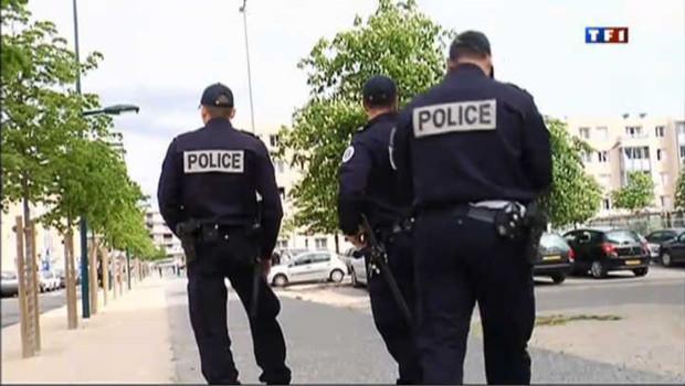 policiers en patrouille
