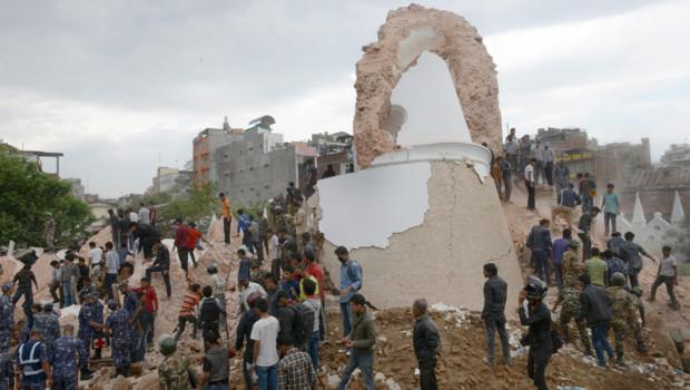 Népal : tour Dharhara détruite après le séisme du 25/4/15