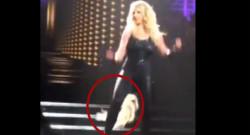 Britney Spears perd une extension de cheveux