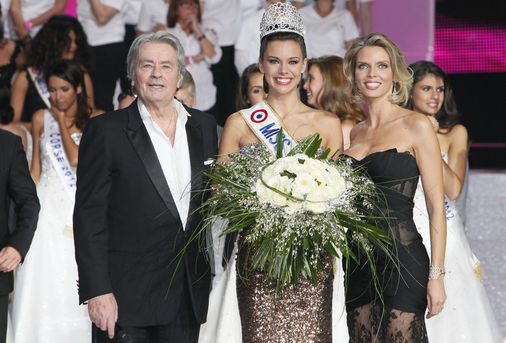 http://s.tf1.fr/mmdia/i/74/3/photo-miss-france-10821743zzadi.jpg?v=1