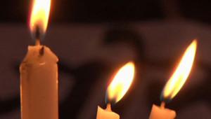 Inde : bougies allumées en hommage à l'étudiante martyre de New Dehli (30 décembre 2012)