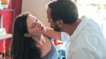 Odile Vuillemin et Fred Testot dans L'Emprise
