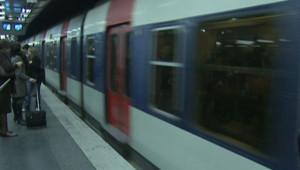 rame de RER train quai de gare