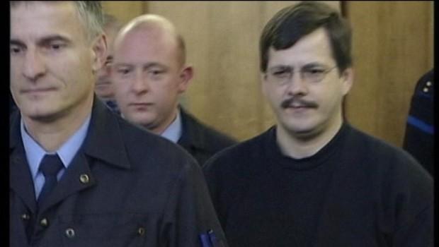 Marc Dutroux (à droite) lors de son procès en 2004