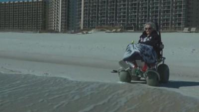 Ruby Holt, une Américaine centenaire, a découvert l'océan pour la première fois.