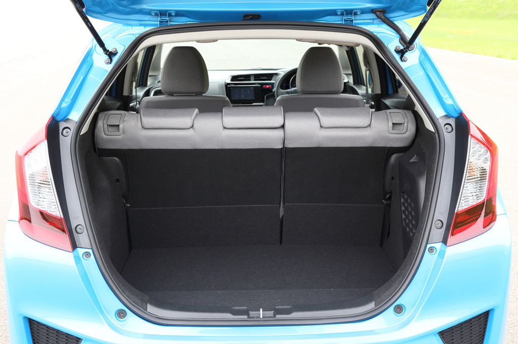 honda jazz hybride 2015 page 2 forum prius touring club. Black Bedroom Furniture Sets. Home Design Ideas