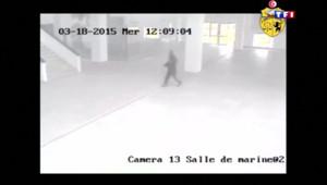 Le 20 heures du 22 mars 2015 : Attentat de Tunis : l'enquête met en lumière les défaillances sécuritaires - 2619.7449999999994
