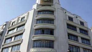 Louis Vuitton magasin Champs Elysées luxe maroquinerie LVMH