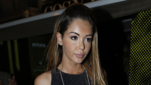 Nabilla quitte le Cosy Box pendant le Festival de Cannes le 17 mai 2014.