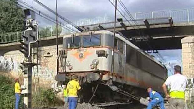 Déraillement d'un TER à Vestric dans le Gard le 3 juillet 2007 (LCI/TF1)