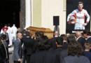Le cercueil de Jules Bianchi pénètre dans la cathédrale de Nice pour le début des funérailles