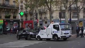Attentats à Paris : une Clio retrouvée dans le 18e arrondissement, les images amateurs
