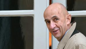 Louis Gallois dans la cour de Matignon (5 novembre 2012)