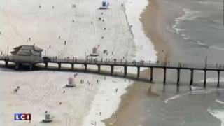 En Californie, les surfeurs s'adaptent aux conditions météo... sur une plage enneigée