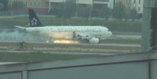 Un A320 de la Turkish Airlines atterrit d'urgence avec un réacteur en feu