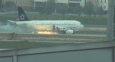 L'A320 de la Turkish Airlines avec un réacteur en feu.